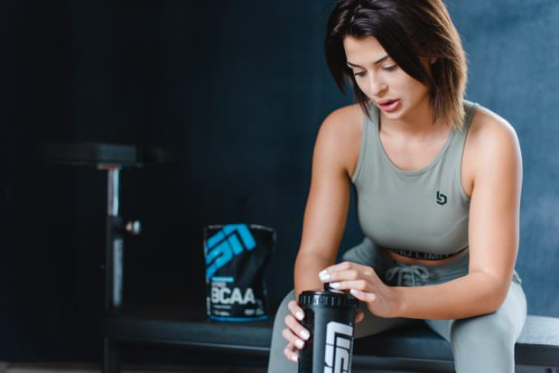 Fitnesskleidung Beyond Limits Werbeaufnahmen Produktfotografie im Fitnessstudio